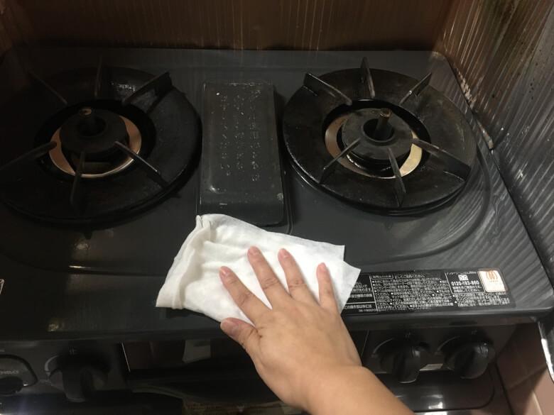 しっかりと重曹を拭き取る