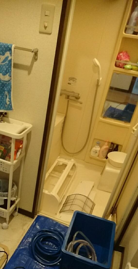 高圧洗浄機でエアコンの部品洗浄
