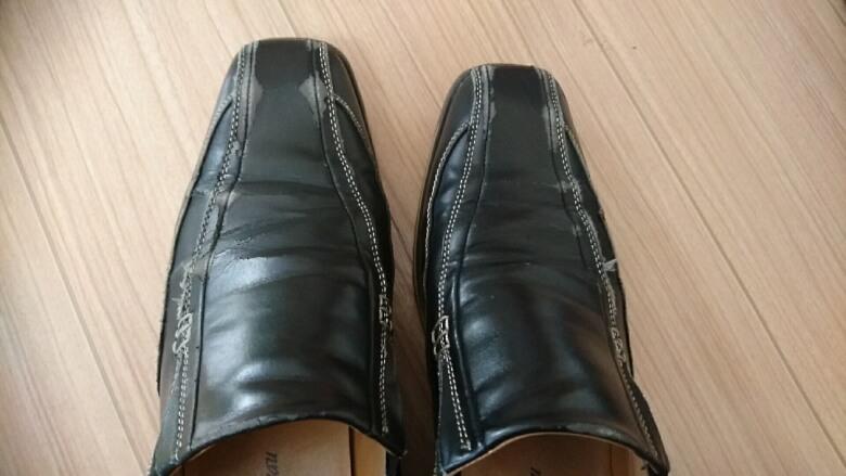 汚れた靴(外側)