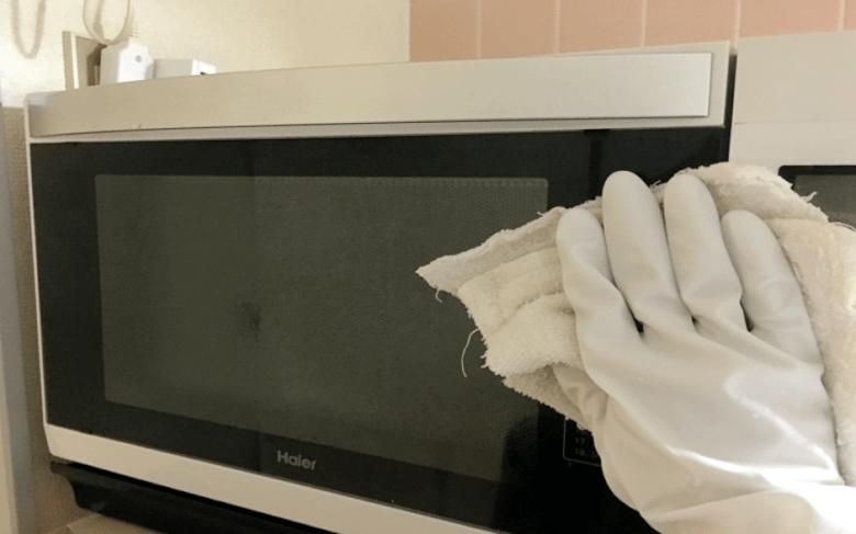 アルコールで電子レンジを掃除する方法
