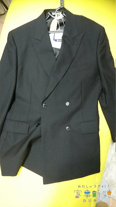 クリーニングが完了したスーツ