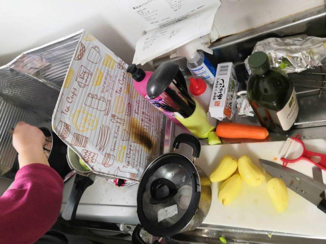 キッチンいっぱいの調理器具