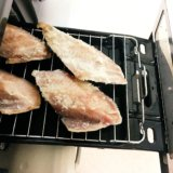 魚焼きグリルの掃除が楽になる!頑固な汚れを簡単にスッキリ落とす方法